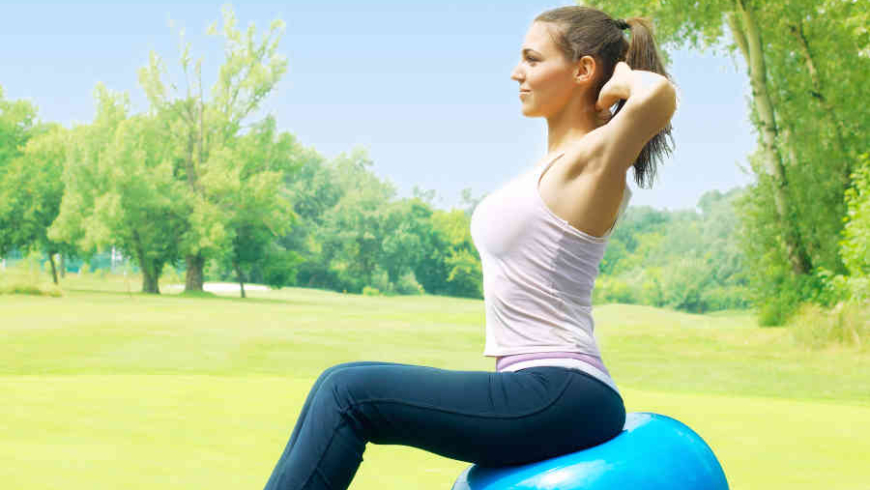 3 Benefits of Using an Exercise Ball