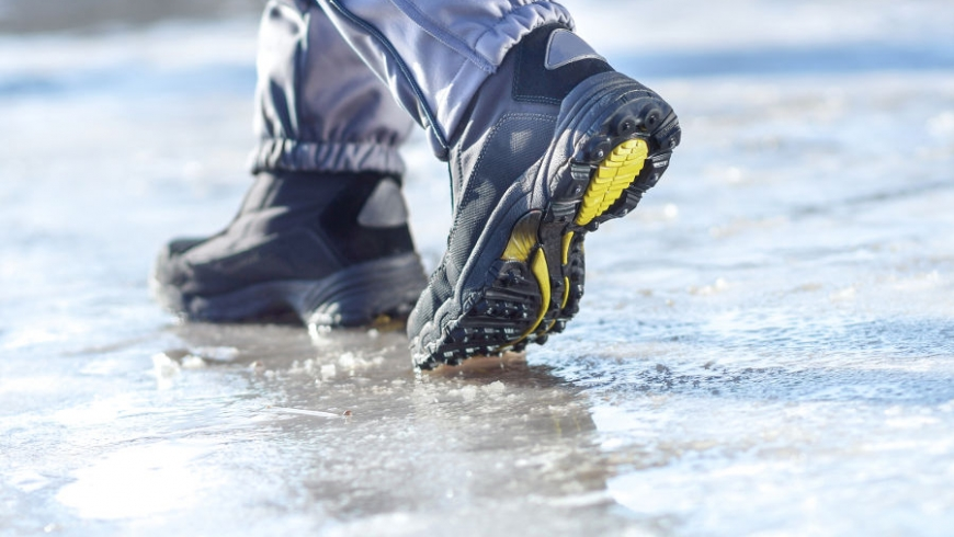 3 Ways to Avoid Falling or Slipping on Ice